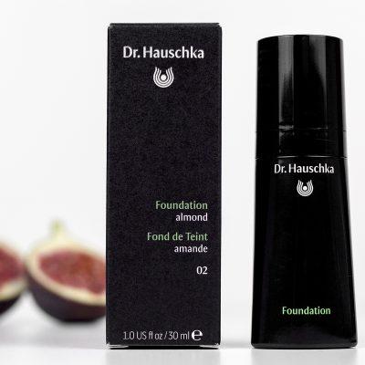 Natūralus Dr. Hauschka makiažo pagrindas